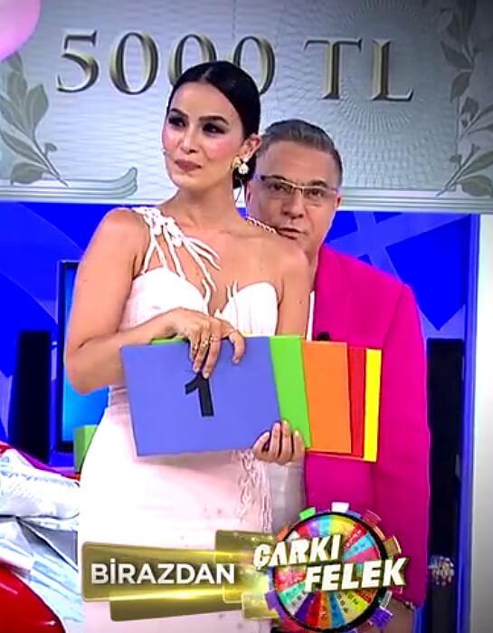 Kanal D Çarkıfelek 2019 Hostesi