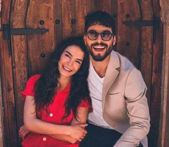 Ebru Şahin ve Akın Akınözü Gerçekte Sevgili mi