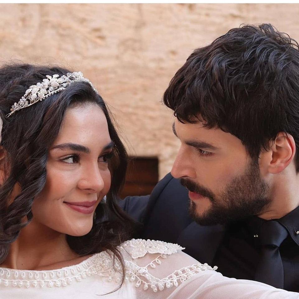 Ebru Şahin ve Akın Akınözü birbirine aşık mı sevgililer mi