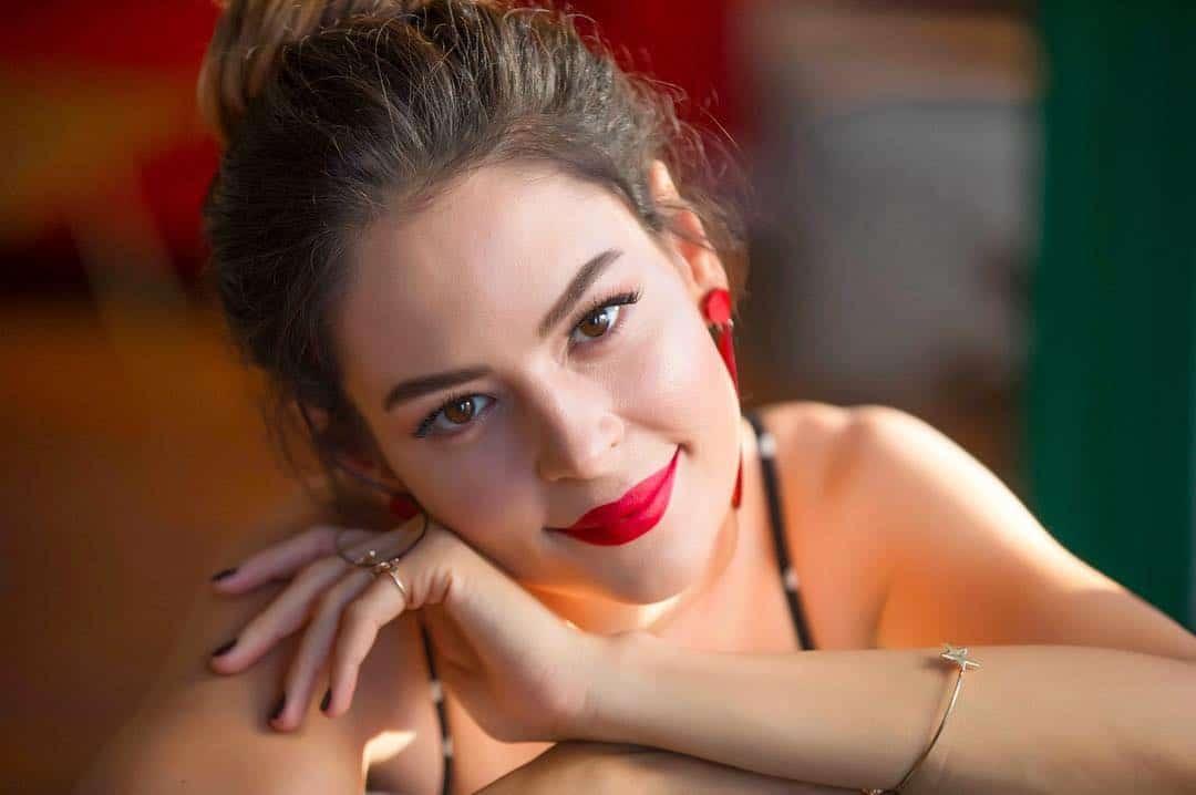 Yıldız Çağrı Atiksoy yeni dizisi şampiyonda Suna karakteri oldu