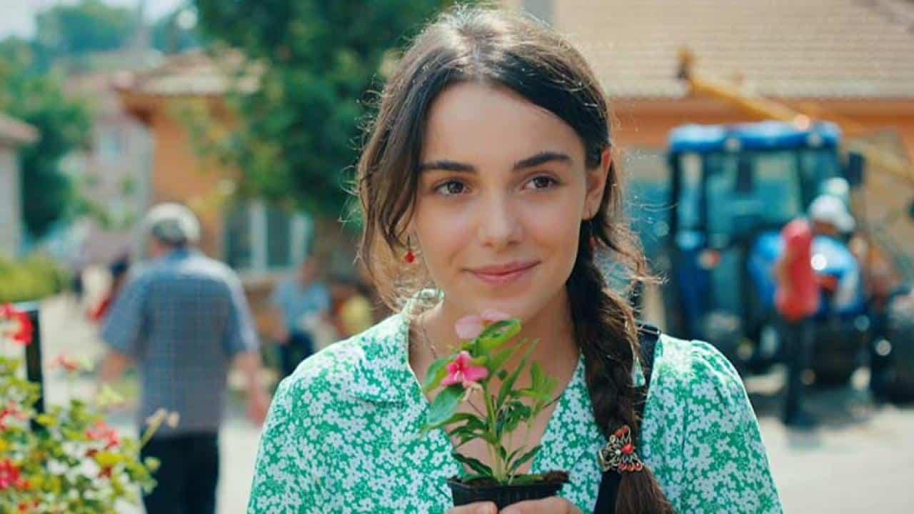 Aşk Ağlatır dizisi Tekrarı Hangi Gün Saat Kaçta yayınlanacak