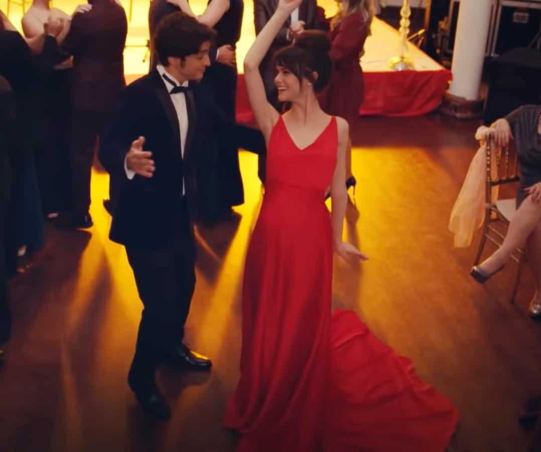 19 aralık Mucize Doktor 15. Bölümde Nazlının kırmızı elbisesi