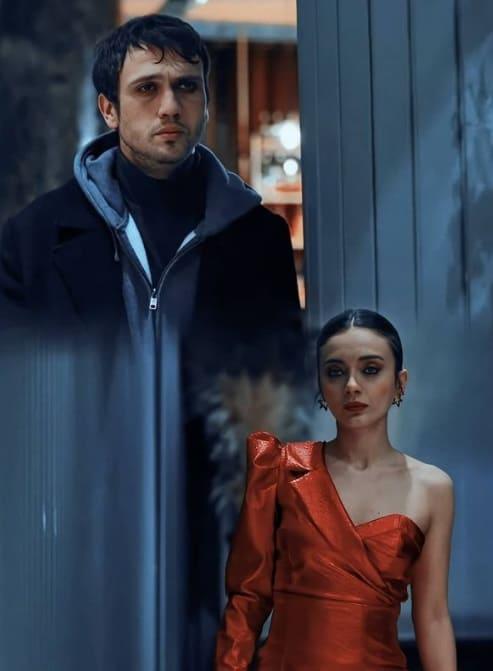 22 Şubat Çukur dizisi Efsunun kıyafeti kırmızı elbisesi