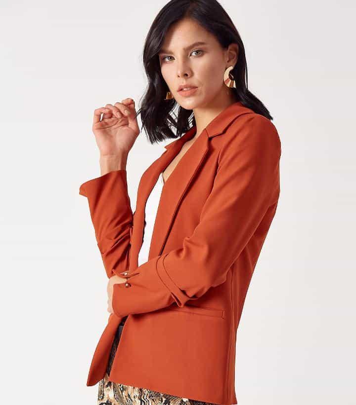 Kuzey Yıldızı Feridenin giydiği turuncu elbise robin marka trandyolda 127 lira