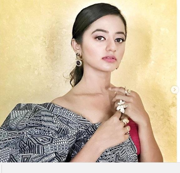 Bıçak Sırtı dizisi Swara kimdir