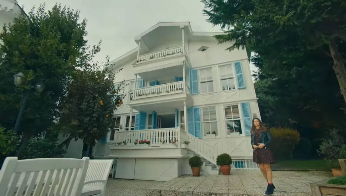 Doğdugun ev kaderindir Zeynepin üvey annesinin evi