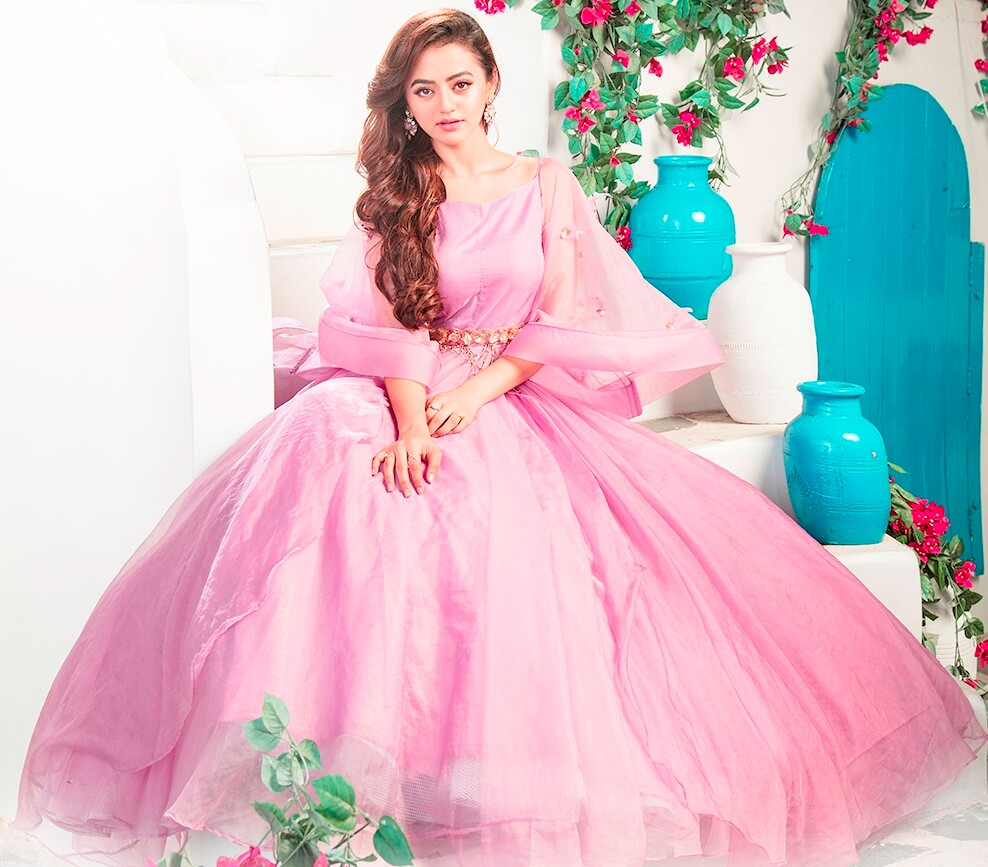 helly shah swara rolü resimleri