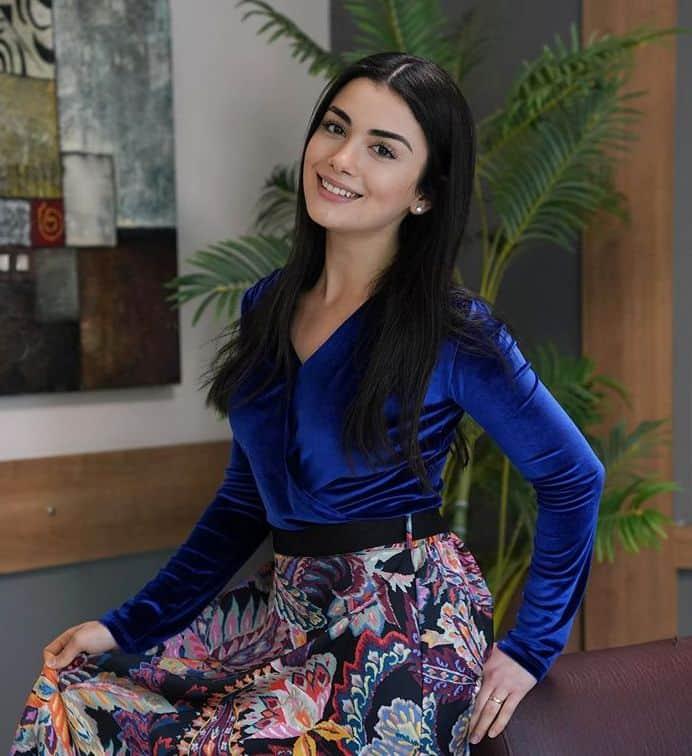 Yemin dizisi Özge Yağız (Reyhan) giydiği elbise kıyafet