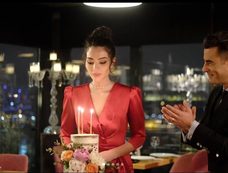 Yeni Hayat Yasemin kırmızı elbise ve takılar nereden