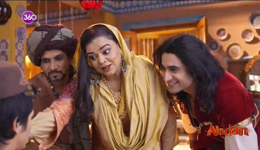 Aladdin dizisininde Aladdinin teyzesi
