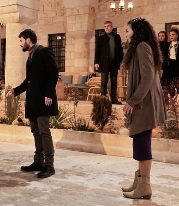 14 Şubat Hercai dizisi Reyyan'ın giydiği bot