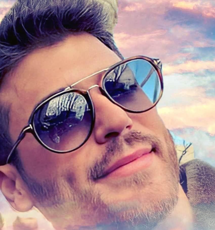 Bay Yanlış Özgür Atasoy güneş gözlüğü markası
