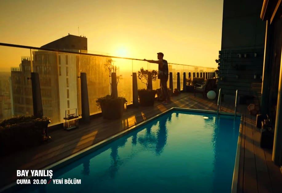 Bay Yanlış Özgürün evinin balkon manzarası