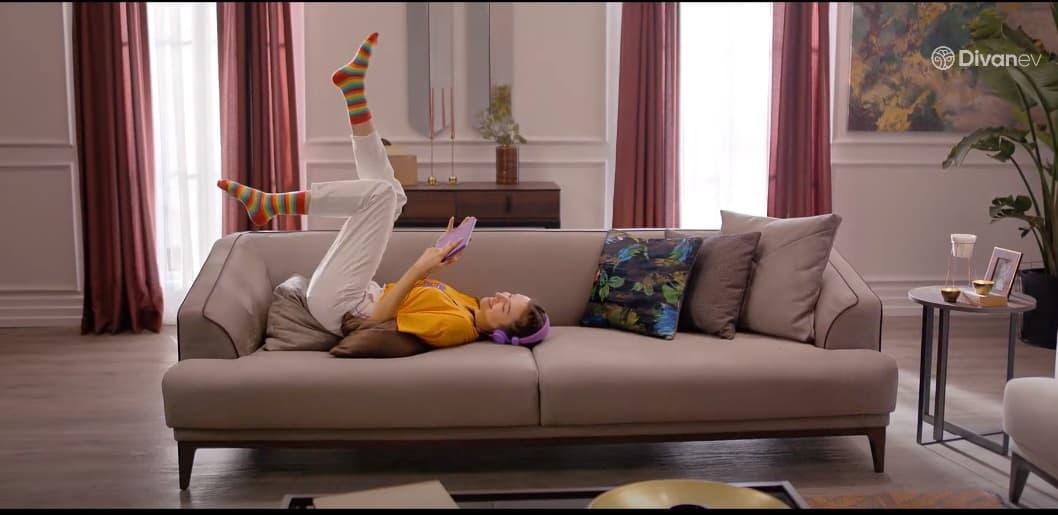 divanev mobilya reklami sarkisi
