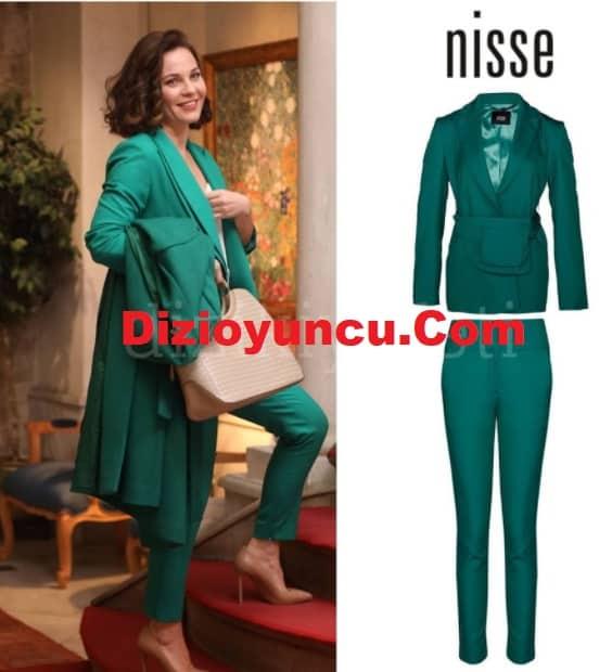12 Şubat kırmızı Oda Pirayenin giydiği yeşil takım elbise
