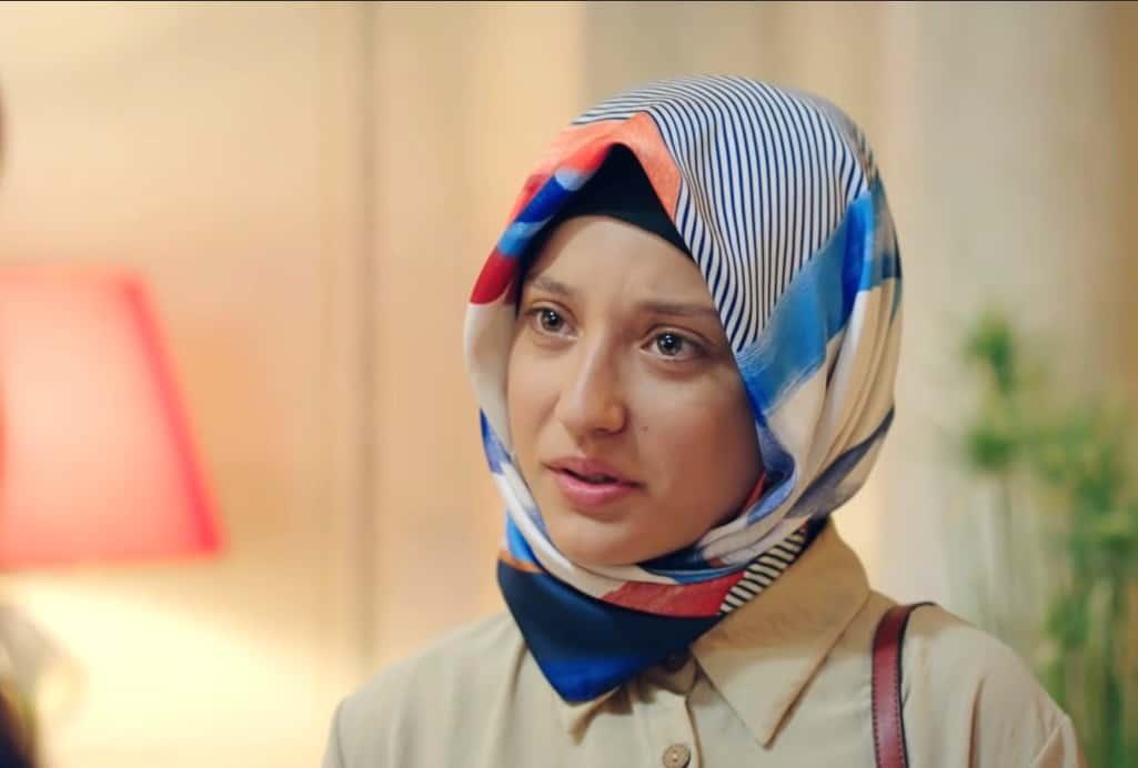 Deniz Altan Kırmızı Oda Meliha'nın Kızı rolünde