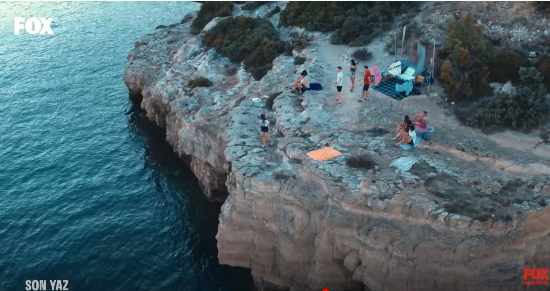 son yaz dizisi deniz kiyidi kayaliklar neresi