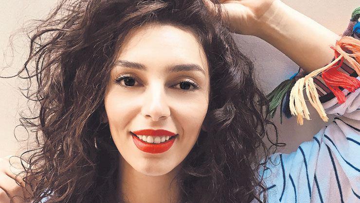 Kanunsuz Topraklar dizisinde şarkıcı Asude kimdir