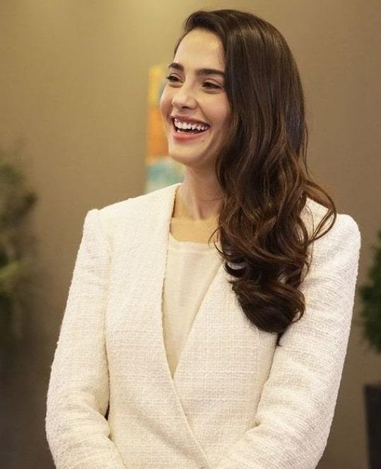 26 Mart Son Yaz 13. bölüm Canan'ın beyaz ceketi Zara marka
