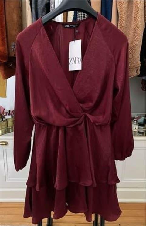 27 Aralık Menajerimi Ara Dicle'nin giydiği bordo renkli elbise markası