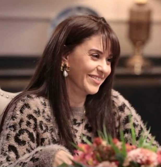 28 Ocak Akrep dizisinde Ferda'nın giydiği püsküllü kazak