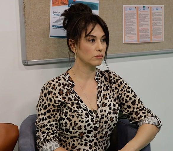 Akrep Ferdanın Leopar desenli elbisesi
