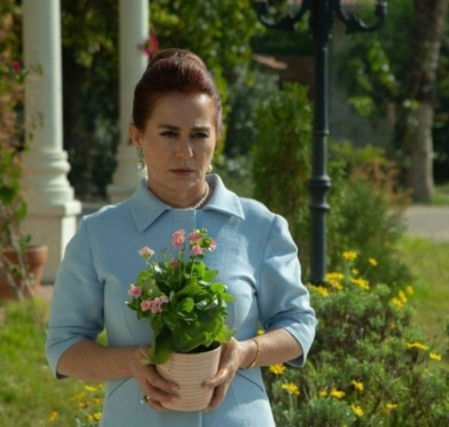 Bir Zamanlar Çukurova oyuncu kadrosu Nazan Kesal-Sevda