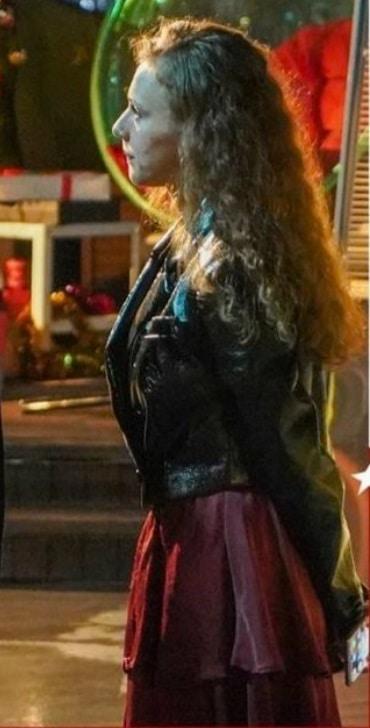 Menajerimi Ara son bölüm Dicle'nin giydiği bordo renkli uzun kıyafet