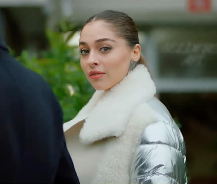 Sol Yanım dizisi 24 Aralık günü 5. bölümde Biricik'in giydiği beyaz kürklü kaban