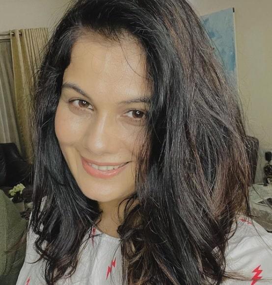 TatlıBela Anjali Niranjan Agnihotri (Geetanjali Tikekar)