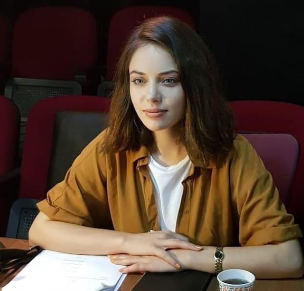 Eşkıya (EDHO) Pınar Kimdir