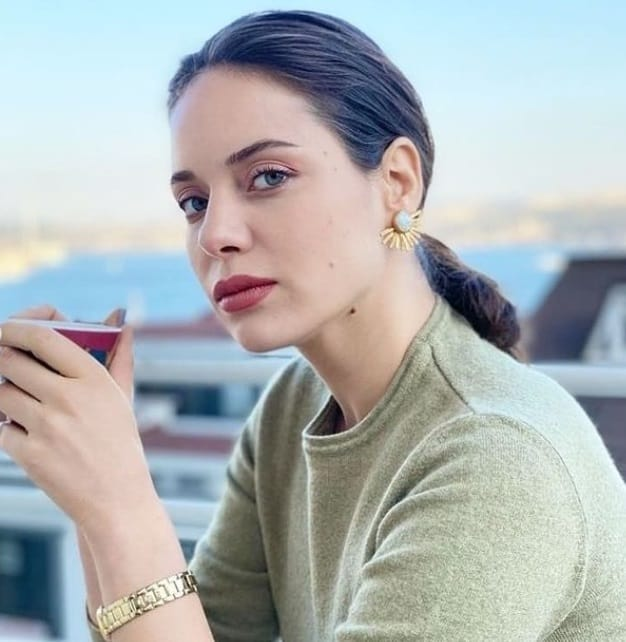 Eşkıya dizisi Pınar rolü Kimdir