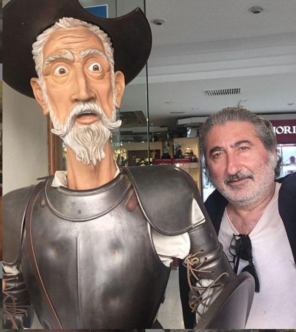 Tuna Orhan Bir Yeralti sitcomu dizisinde