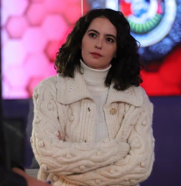 25 Nisan Teşkilat 8. bölüm Pınar'ın hırka kazağı