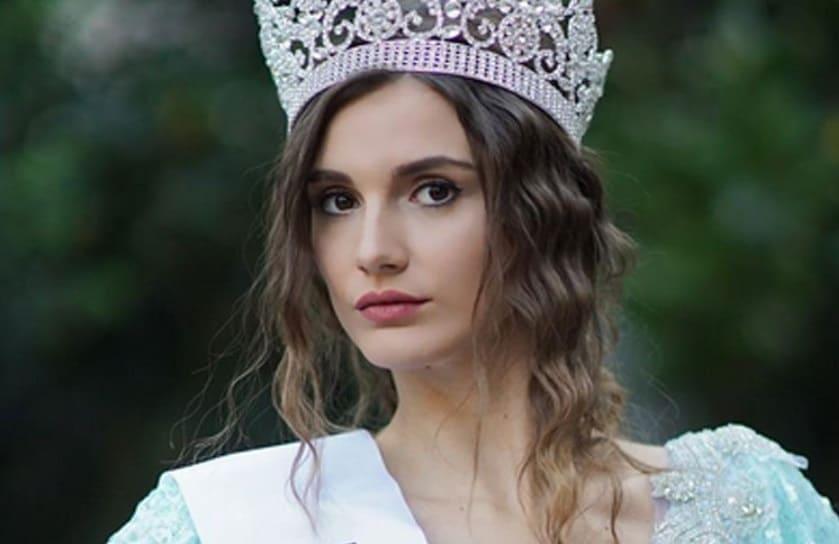 Türkiye güzeli Aslı Sümen Baht Oyunu Dizisinde Tuğçe rolünde