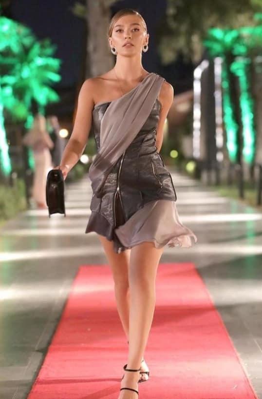 20 Ağustos Aşk Mantık İntikam Çağlanın kıyafeti