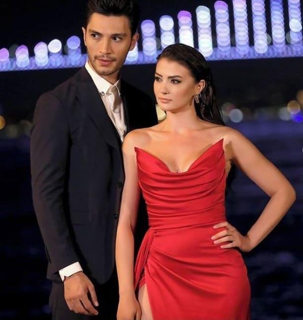 20 Ağustos Aşk Mantık İntikam Esra kırmızı kıyafeti