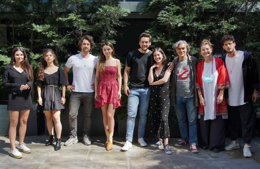 Ada Masalı dizisi oyuncuların giydiği elbise ve kıyafetler
