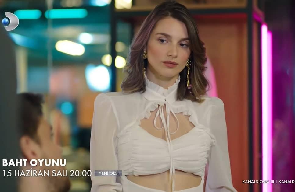 Baht Oyunu dizisi oyuncularının giydiği kıyafetler