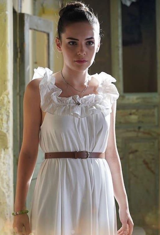 Kalp Yarası dizisi Ayşe'nin beyaz elbisesi