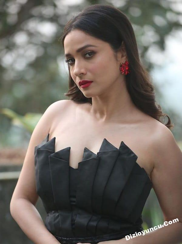 Baş Tacım dizisi başrol oyuncusu Ankita Lokhande (Archana)