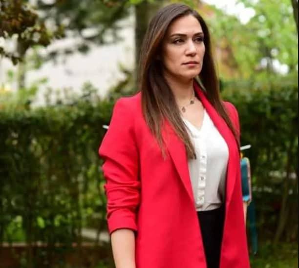 Kum Zambağı Filmi Oyuncu Kadrosu Özge Borak