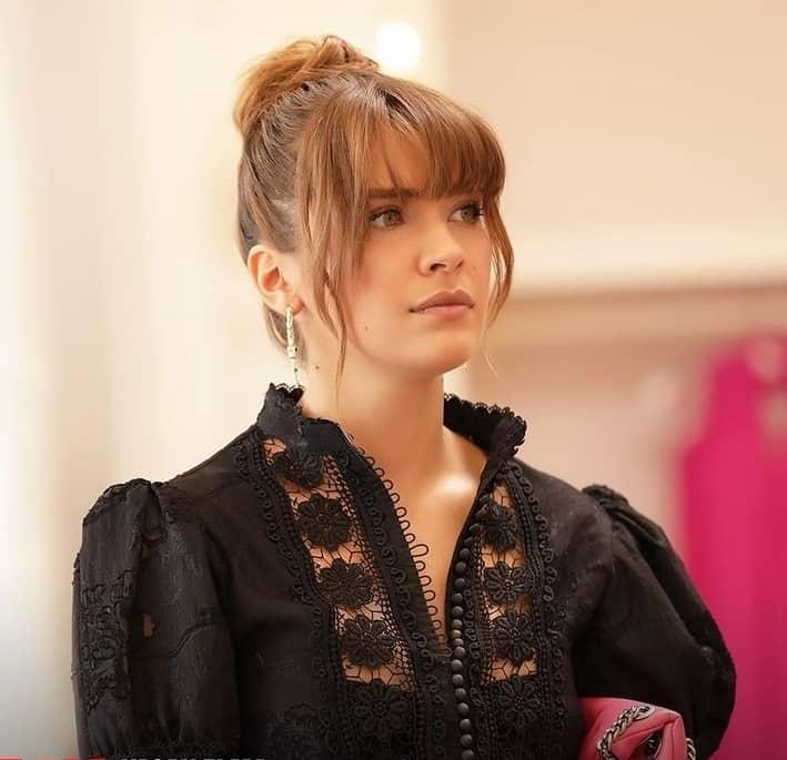 Yasak Elma Kumru'nun siyah dantelli elbisesi